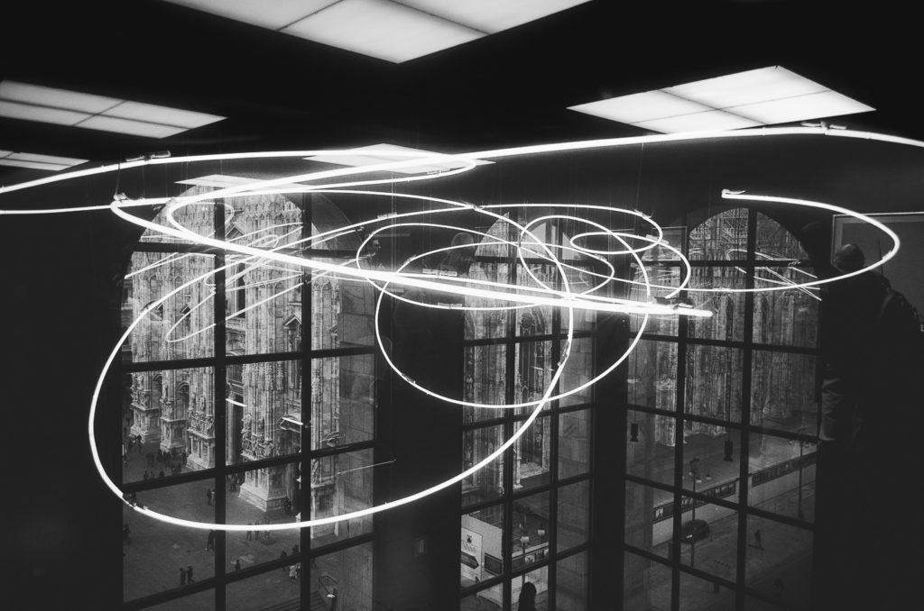Neon Fontana